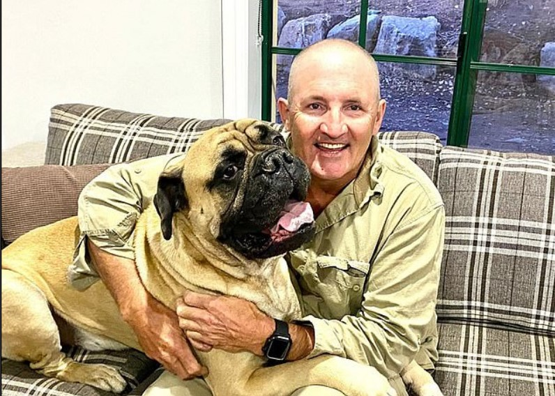 Heartwarming Moment a War Veteran with PTSD Reunites With His Dog After He Was Stolen |
