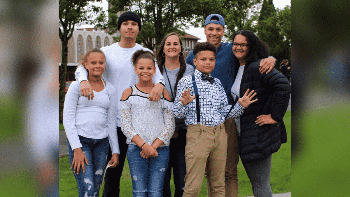 A Mother Was Dying From Coronavirus When Her 6 Children Used A Walkie- Talkie to Say Their Last Heart-Touching Goodbyes  
