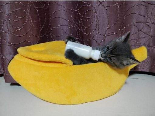 Banana shaped Pet Bed Stunning Pets S- 40x16x11 CM